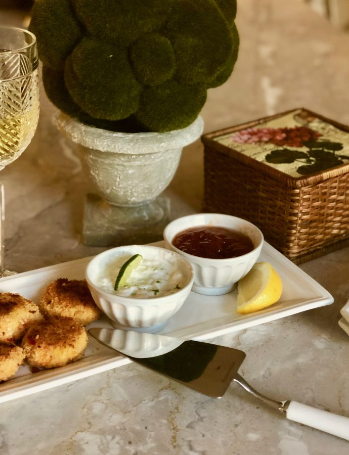Shrimp Cakes With Sour Cream Lime Dipping Sauce
