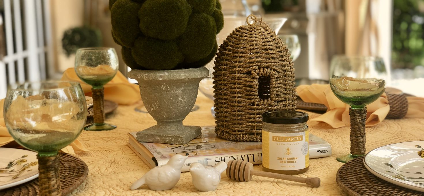Spring Is In The Air At Luxe du Jour – Bee-utiful Tablesetting On The Patio